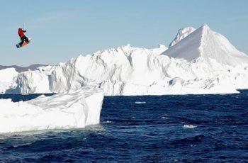 Kitesurf entre enormes icebergs en Groenlandia