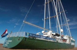 Llegó a Buenos Aires el Rainbow Warrior III, barco emblema de Greenpeace